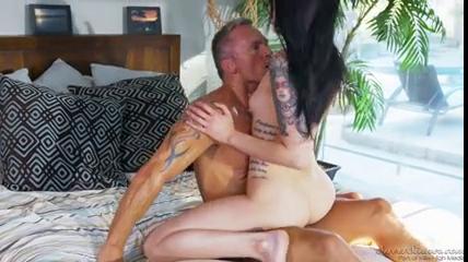 smotret-onlayn-video-porno-siskastaya-sosedka-seks