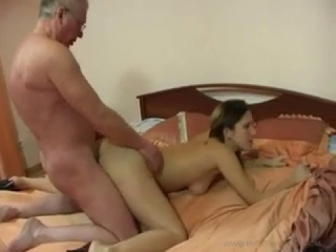 Секс молоденькой с дедкой прно видео онлайн